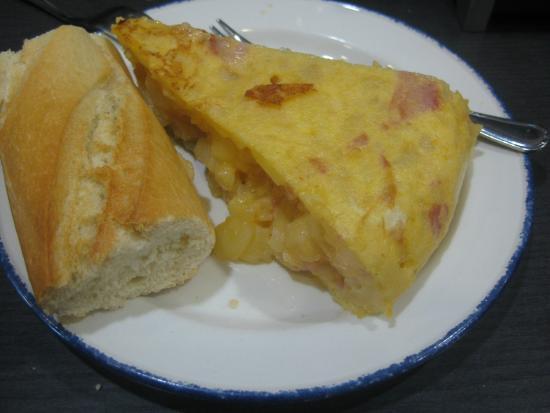 Bar Campero: Pintxo de tortilla con york y queso