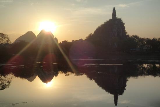 Guilin Chuanshan Scenic Resort : Great spot for sunset.... when the sun goes below the hill, you'll get an orange reflection