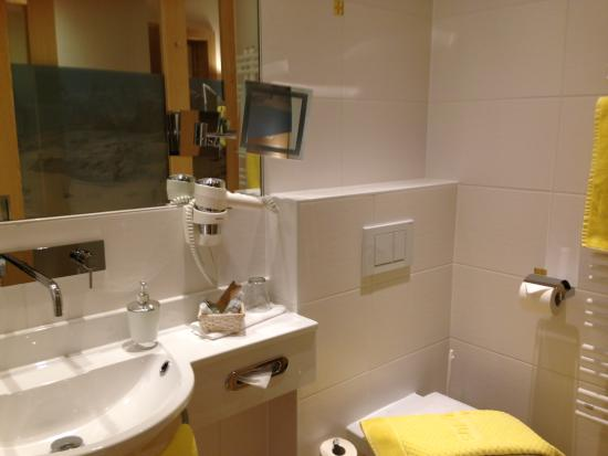 Hotel Arlberghaus : bathroom in single