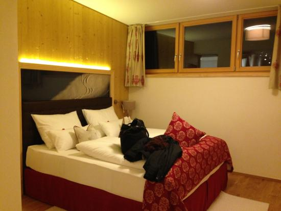Hotel Arlberghaus: bed in double