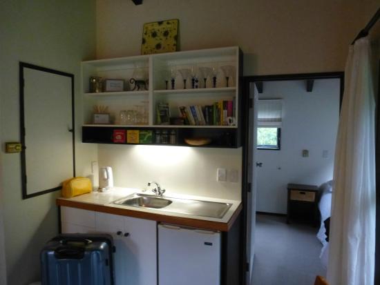 Waters Edge Bed & Breakfast: Kitchenette