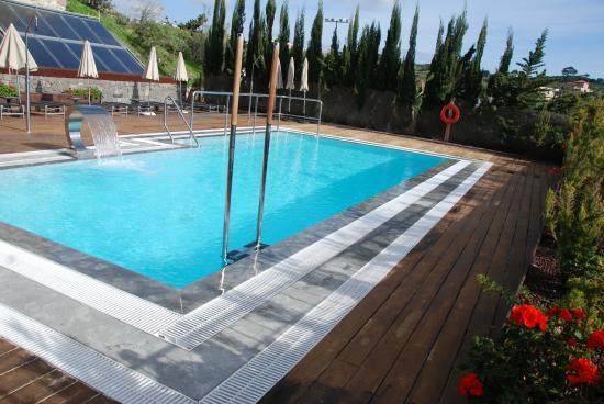 Hotel Rural El Mondalon: Piscina exterior climatizada