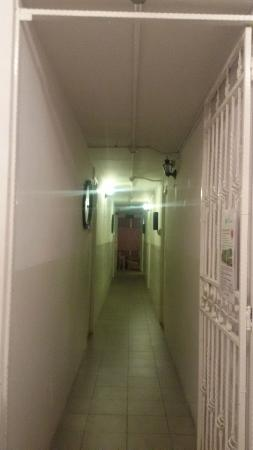 Blanc Inn: The Hostel Corridor