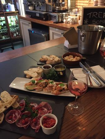All Bar One New Oxford Street: Tapas , rose. 20£