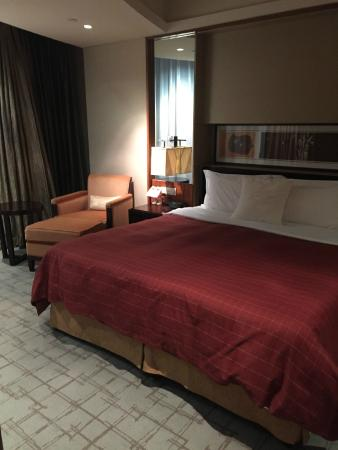 Sheraton Grand Shanghai Pudong Hotel & Residences: Master Bed
