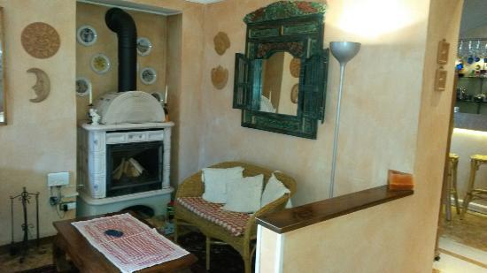 Hotel Cristallo Camino Soggiorno - Picture of Cristallo, Barzio ...