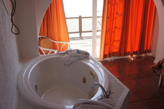 Little Bay Hotel: jacuzzi