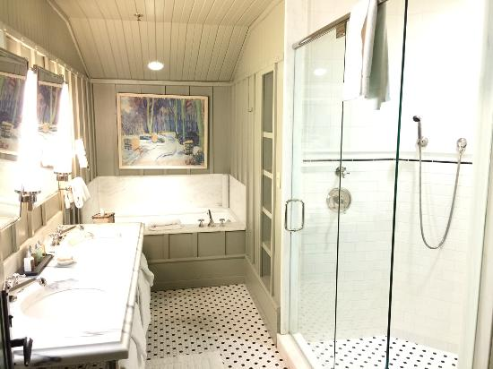 Lake Placid Lodge: The bathroom in the St. Regis Suite.