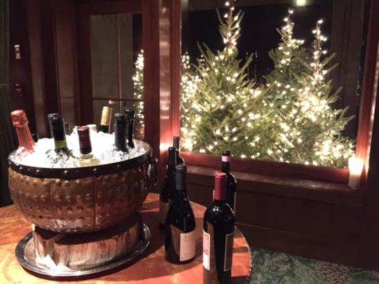 Lake Placid Lodge: Wine waiting for customers at Artisan's Restaurant.
