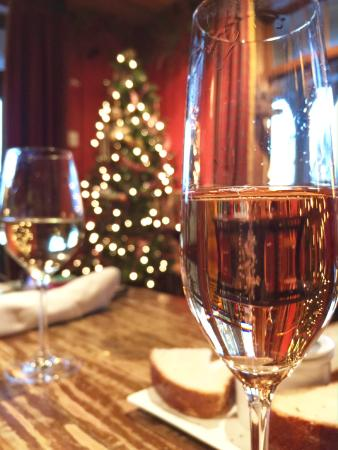 Lake Placid Lodge: Sparkling wine in Maggie's Pub.
