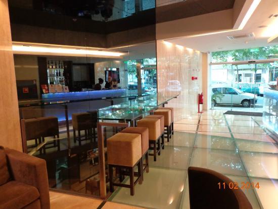 Luxe Hotel by Turim Hoteis: Bar e recepção