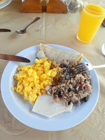 Hotel Las Brisas del Pacifico: Typical breakfast