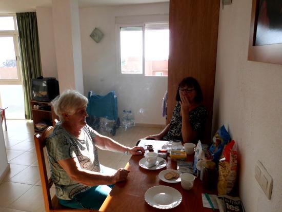Apartamentos Doramar : frühstück mit mama