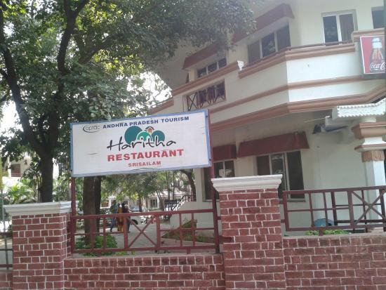 Haritha Srisailam: Haritha Resorts inhouse restaurant, Srisailam