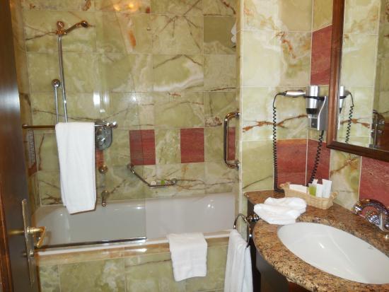 SALLE DE BAINS - Picture of Art Deco Imperial Hotel, Prague ...