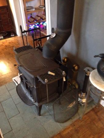 La Loggia Art & Breakfast : Wood stove