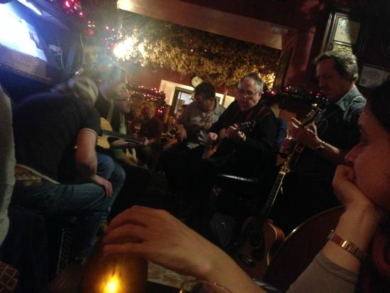 The Golden Fleece Inn: Acoustic night fun