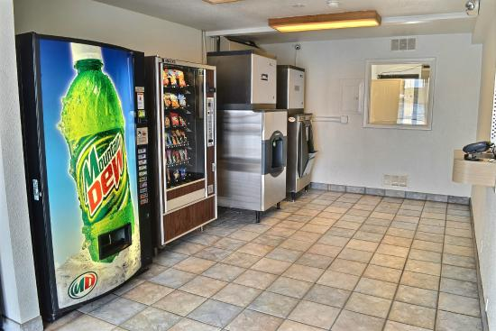 Motel 6 Billings - South: Vending