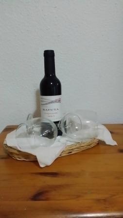 Australia Apartments : Welcome wine in Australia  apartments' nice touch