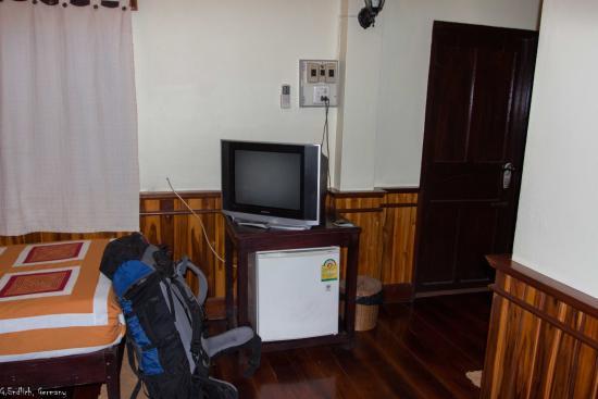 Alounsavath Guesthouse: Fernseher