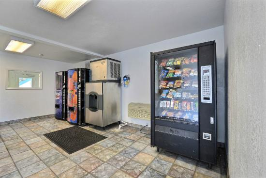 Motel 6 Indianapolis - East: Vending