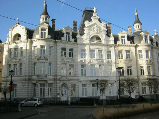 Cogels Osylei: One of the White Palaces