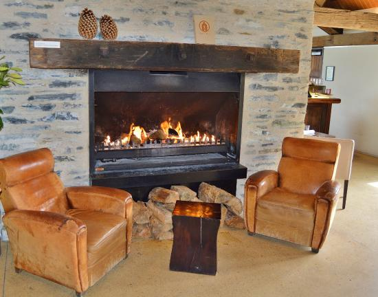 Admirable Leather Chairs And Huge Fireplace At Entry Waiting Area Pdpeps Interior Chair Design Pdpepsorg