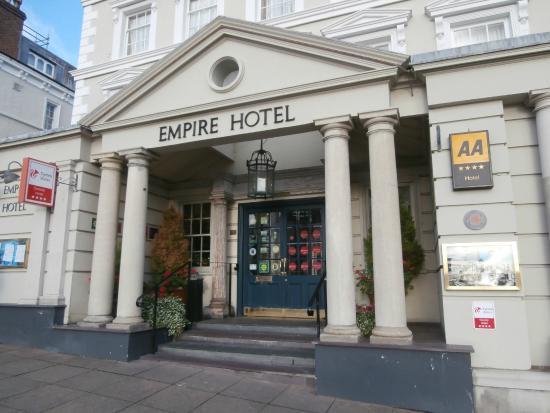Empire Hotel Llandudno: Entrance to Hotel.