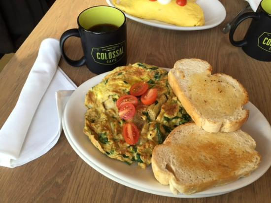 Colossal Cafe: Omelet served with excellent bread