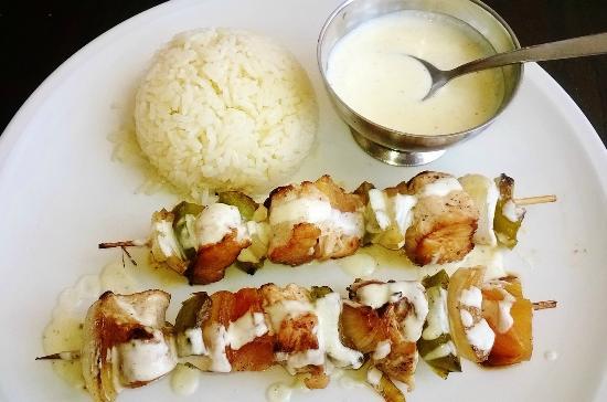 La Croissanterie: Chicken kebab with rice & lemon sauce