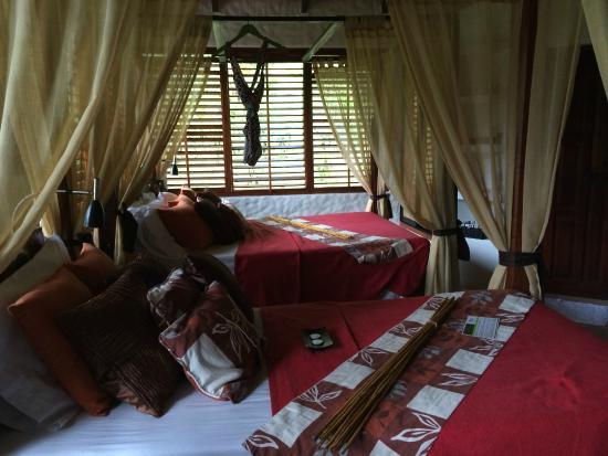 Casa Corcovado Jungle Lodge: shutters