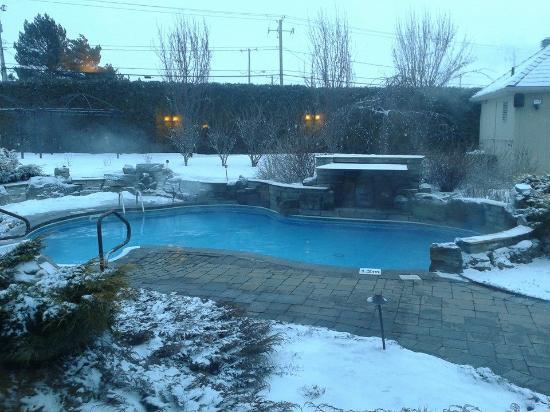 Auberge Godefroy Hotel, Spa and Golf: Piscine en hiver