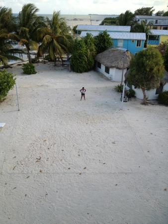 Anchorage Beach Resort: Volleyball court, Hotel Anchorage