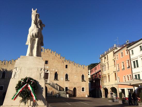 Portogruaro, İtalya: Piazza storica
