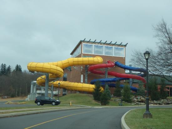 Split Rock Resort Indoor Waterpark: Pools from the outside