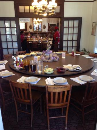 Quot Round Table Buffet Quot Picture Of Dinner Bell Mccomb
