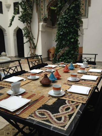 Riad Magie D'Orient : Breakfast table