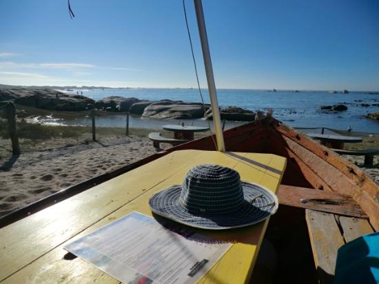 Cape Columbine Nature Reserve Tietiesbaai: Standkombuis Bar - a drink in a boat on the beach !