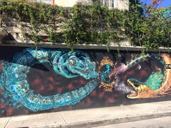Hostel Quetzal: Awesome street art on the hostel walls