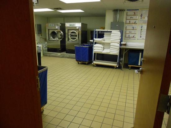 Fairfield Inn & Suites Miami Airport South : Espiando a Lavanderia do hotel (Pode se ver que limpeza e organização são importantes neste hote