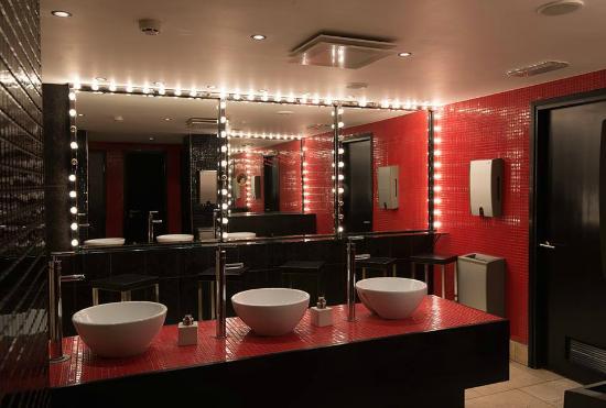 Ladies restroom at Clazz