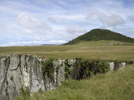São José dos Ausentes, RS: O pico do Monte Negro se destaca na paisagem