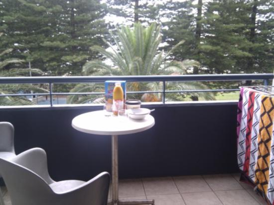Quest Cronulla Beach: breakfast on the balcony