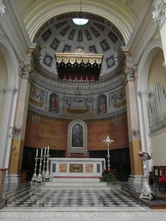 Trevi, Italy: Interno chiesa