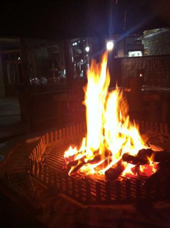 Nyaru Game Lodge: Feuer am Abend