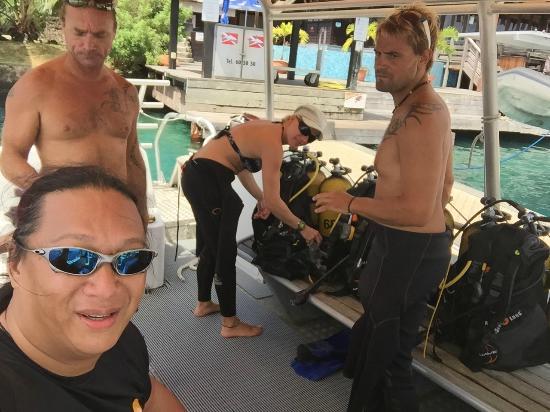 TOPDIVE Bora Bora: Prepping for our dive.