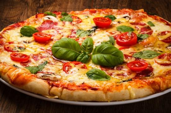 Ficarra, Italy: pizza