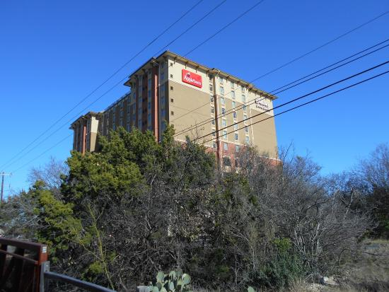 Drury Inn & Suites Near La Cantera Parkway: Drury Inn from Greenway