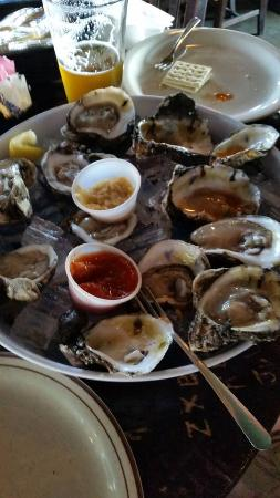Cellarman's American Pub: oysters were yummy and cold!!!