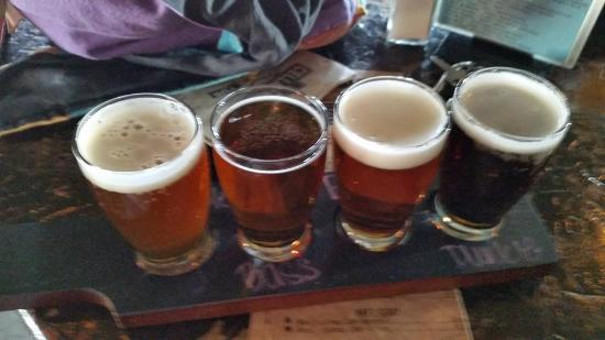 Cellarman's American Pub: beer flight